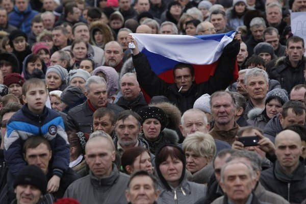 Proruských demonštrantov podporujú aj radikáli zo Srbska a z Bulharska.