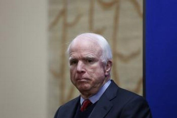 Americký senátor John McCain.