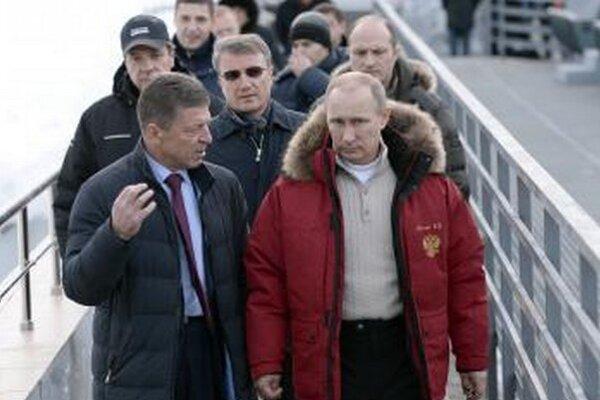 Podpredseda ruskej vlády Dmitrij Kozak a ruský prezident Vladimi Putin v Soči.