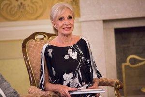 Mária Kráľovičová na Úrade vlády, kde jej k 90. narodeninám zablahoželal premiér Robert Fico.