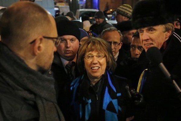 Catherine Ashtonová sa prišla v decembri osobne pozrieť na opozičné protesty v Kyjeve.