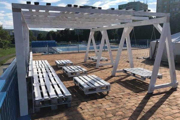 Kúpalisko Sun Park na Sídlisku III. Pre návštevníkov pripravili novú oddychovú zónu.