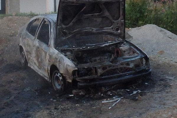 V Ochodnici horela ráno Škoda Octavia.