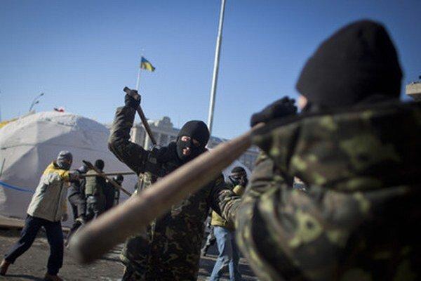 Radikáli zo skupiny Pravý sektor v centre Kyjeva.