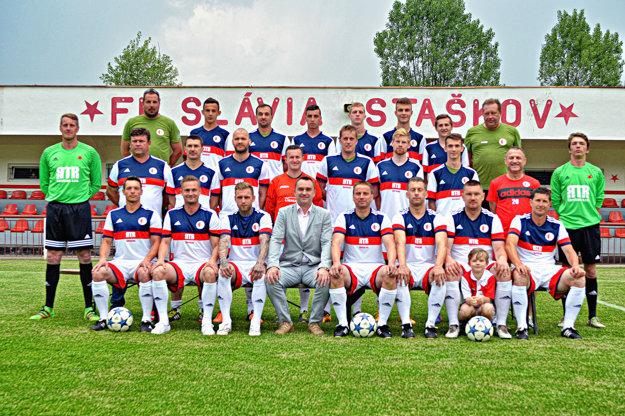 Tím FK Slávia Staškov, v ktorom pôsobí aj Rastislav Michalík.