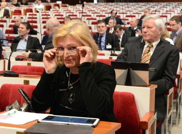 Poslankyňa Jenčová. Čuduje sa primátorovi i straníckym kolegom.