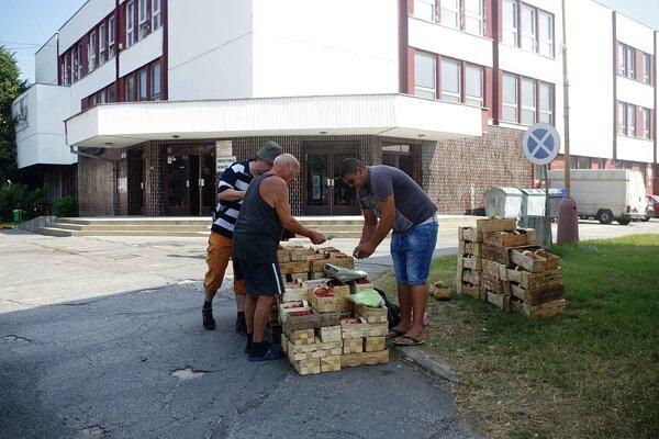 Pred domom kultúry mesto predaj po incidente obmedzí.