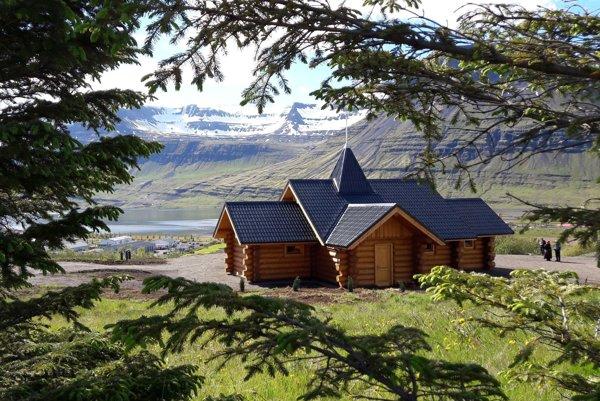 Vysvätenie slovenského dreveného kostolíka na Islande.