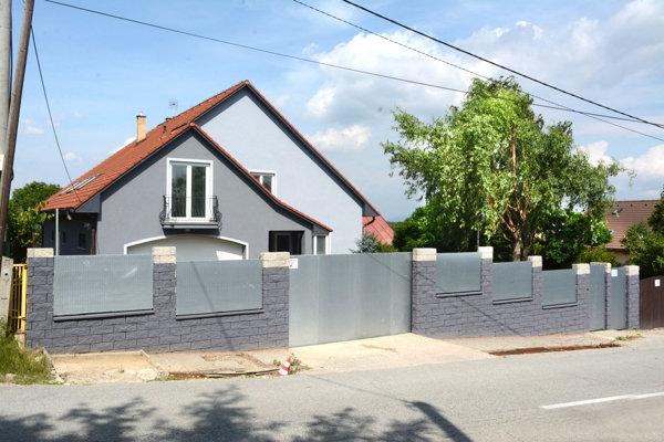 "Dom na Pereši. Za známu ""vilu Mojsejovcov"" chce Versače státisíce."