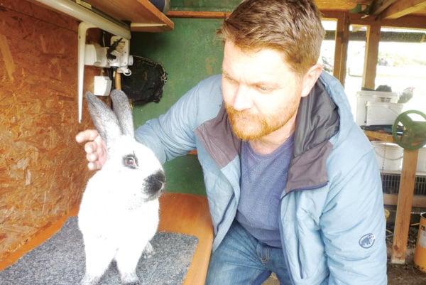 Ján Kadík zBrezian pri Žiline sa osobitne venuje chovu francúzskych strieborných králikov.