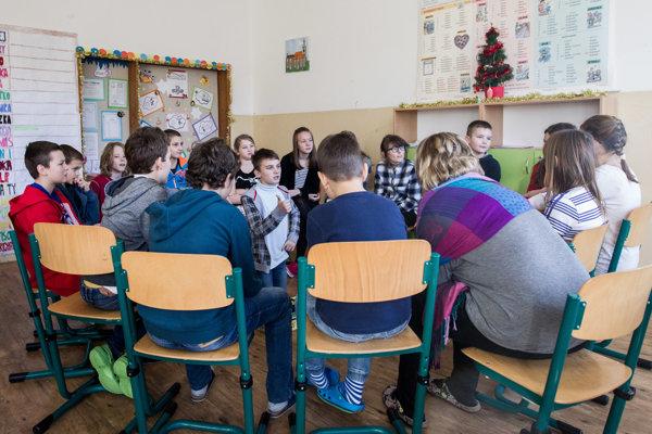 Žiaci diskutovali s učiteľmi.
