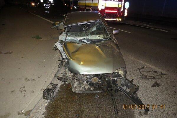 Pri nehode zomrel 18-ročný mladík.