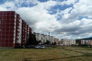 Mesto chce vyriešiť dlhodobý problém s parkovaním na Farskej lúke.