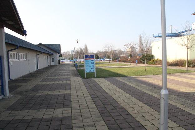 Brány kúpaliska sú zatvorené od decembra 2015.