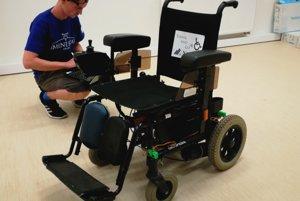 Výsledný produkt, vozík  ovládaný mimikou a myšlienkami.