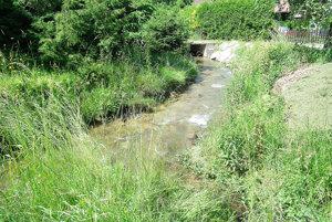 Naoko neškodný potok sa naplno ukazuje počas prívalových dažďov.
