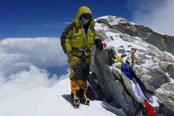 Peter Hámor na vrchole Dhaulágiri, osemtisícovky, ktorou skompletozoval korunu Himalájí.