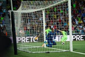 Nikolas Špalek strieľa vedúci gól. Žilina však napokon prehrala o dva góly.