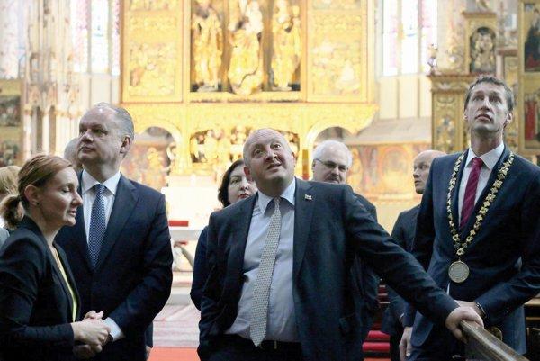 Prezidenti v chráme. Primátor M. Majerský sprevádzal slovenského prezidentka Andreja Kisku a gruzínskeho prezidenta Giorgia Margvelašviliho.