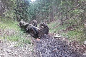 Muža zavalil v Kľačianskej doline traktor.
