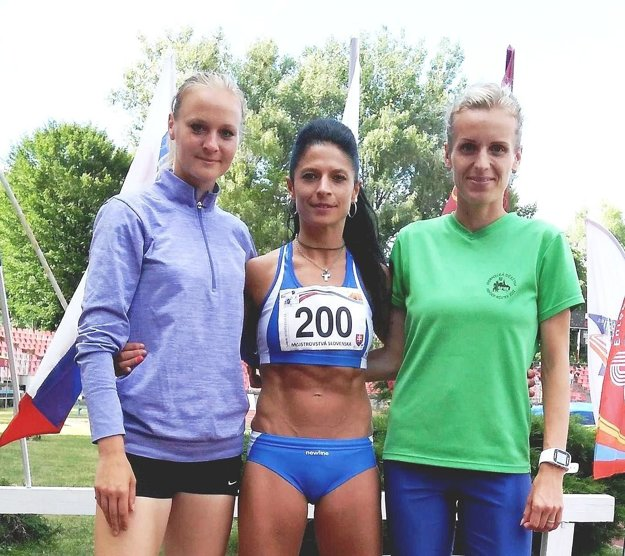 Dubničanka Maníková (vpravo) získala bronz na 1500 m.