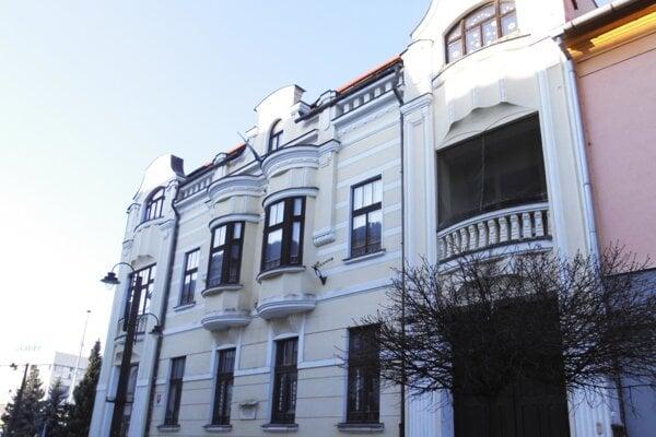 Hlavná budova regionálne knižnice G.F. Belopotockého.