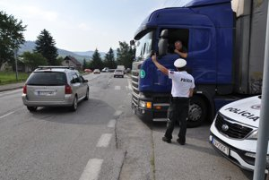 Vodič sa pýta, kadiaľ sa dostane do Krásne nad Kysucou.