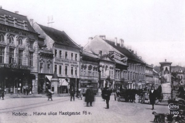 Každodenný ruch na Hlavnej ulici.