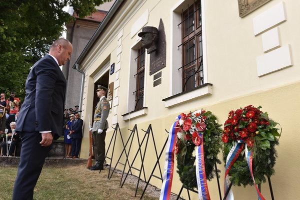 Minister obrany SR Peter Gajdoš počas spomienkového aktu pri príležitosti 137. výročia narodenia generála Milana Rastislava Štefánika.