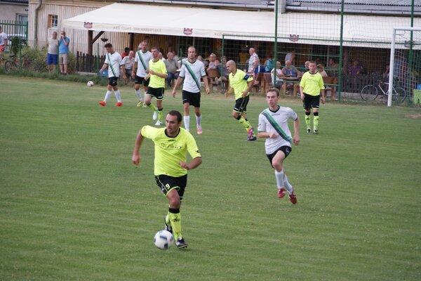 Jacovce porazili doma Solčany 2:1 a môžu sa tešiť na trnavský Spartak.