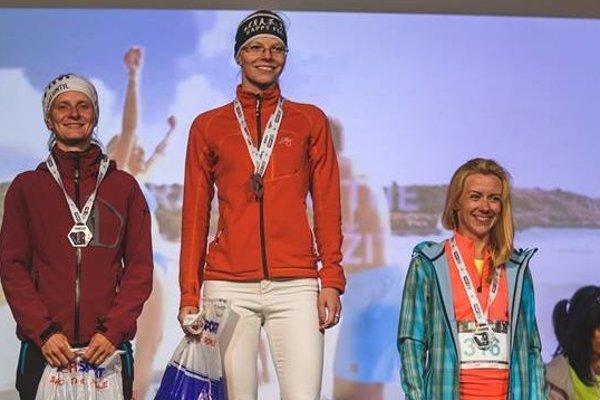 Monika Chovanová (v strede) ovládla ženskú časť do 49 rokov na 10-kilometrovej trati.