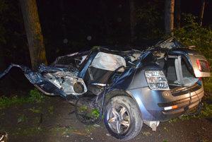 Auto je po nehode totálne zničené.