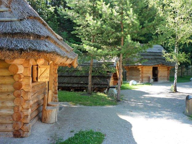 Dedinu nazvali Pasekou, aby symbolizovala neľahký život vstredoveku.
