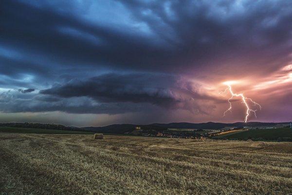 Lovci búrok zo skupiny Stormchasers.sk ich zaznamenávajú bez dodatočných úprav.