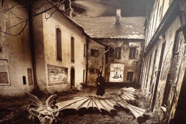 Autori výstavy ponúkajú návštevníkom takmer päťdesiat fotografií.