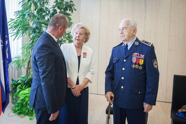 Exminister obrany Peter Gajdoš s Ailsou Domanovou a Milanom Píkom.