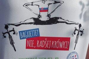 Takto vyzerali tričká mnohých Slovákov v Poľsku, len zo Žiliny prišli štyri autobusy a ešte ďalší autami.