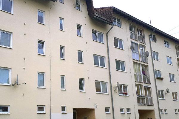 Jedna zmestských bytoviek. Problémy so zatekaním vnej mesto rieši roky.
