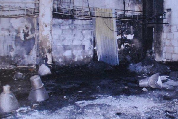 Požiar zničil interiér haly.