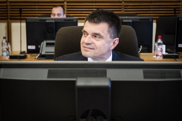Minister kritiku odbíja tým, že dotácie nemal osobne na starosti.
