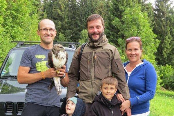 Zranené zviera si všimla rodina Geišbergovcov a privolali pomoc.