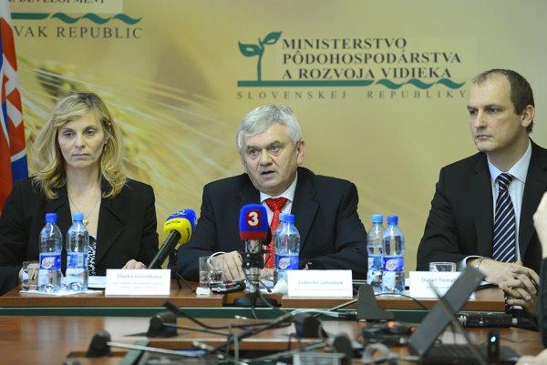 Slávka Jánošíková (vľavo) s Ľubomírom Jahnátkom ešte na ministerstve pôdohospodárstva.