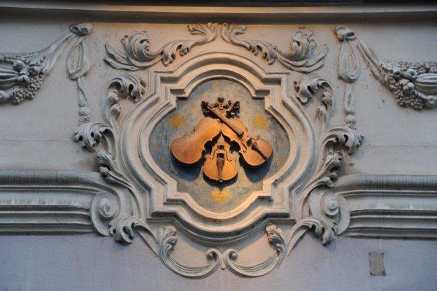 Domové znamenie U Troch husličiek