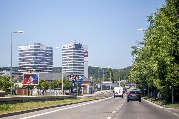 Vľavo lokalita Westend, kde stavia J&T Real Estate a ktorej súčasťou je aj Westend Plazza (vo výstavbe).