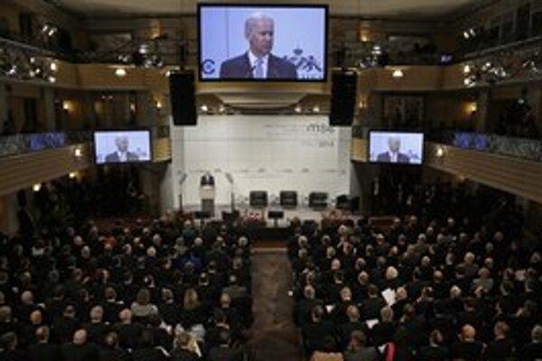Americký viceprezident Joe Biden, ktorý vystúpil na mníchovskej konferencii, je na európskej ceste. Navštívil Nemecko a pôjde do Francúzska a Veľkej Británie.