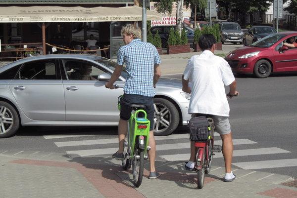 Zelené bicykle od Arrivy vidieť denne jazdiť po meste.