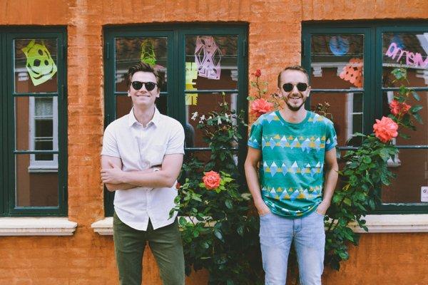 Bratranci Dominik Demčák a Peter Cinkanič zo Sobraniec založili kapelu Kinsfolk. Teraz žijú v Dánsku.