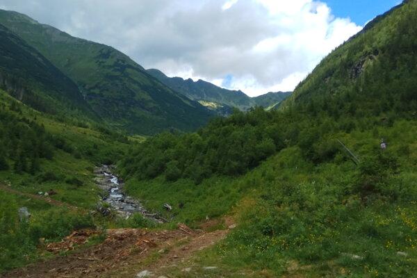 Žiarska dolina je najnavštevovanejšou dolinou liptovskej časti Západných Tatier. Zároveň je východiskovým miestom na viaceré túry.