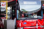 Prímestskú autobusovú dopravu v Bratislavskom kraji realizuje autobusový dopravca Slovak lines.