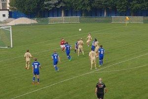 Počas liptovského derby v L. Sliačoch. FOTO: JOZEF DVORSKÝ